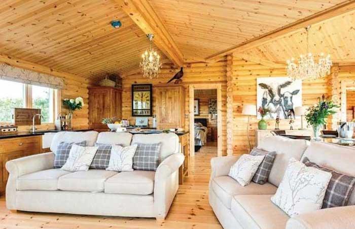 Le salon Kuivasalmi, maison rondin bois